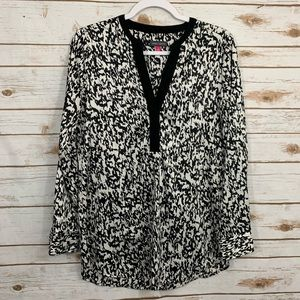 Vince Camuto Silky V Neck Marble Print Long Tunic